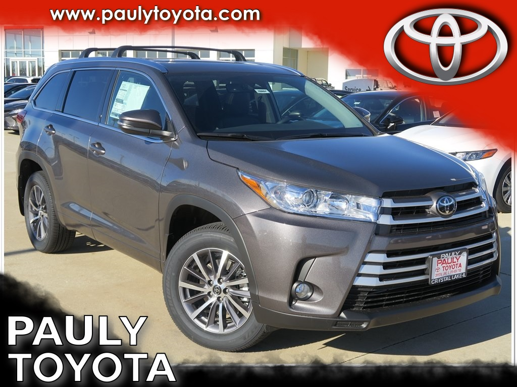 New 2018 Toyota Highlander Xle 4d Sport Utility In Crystal